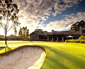 Vintage Golf Club - Pubs Sydney